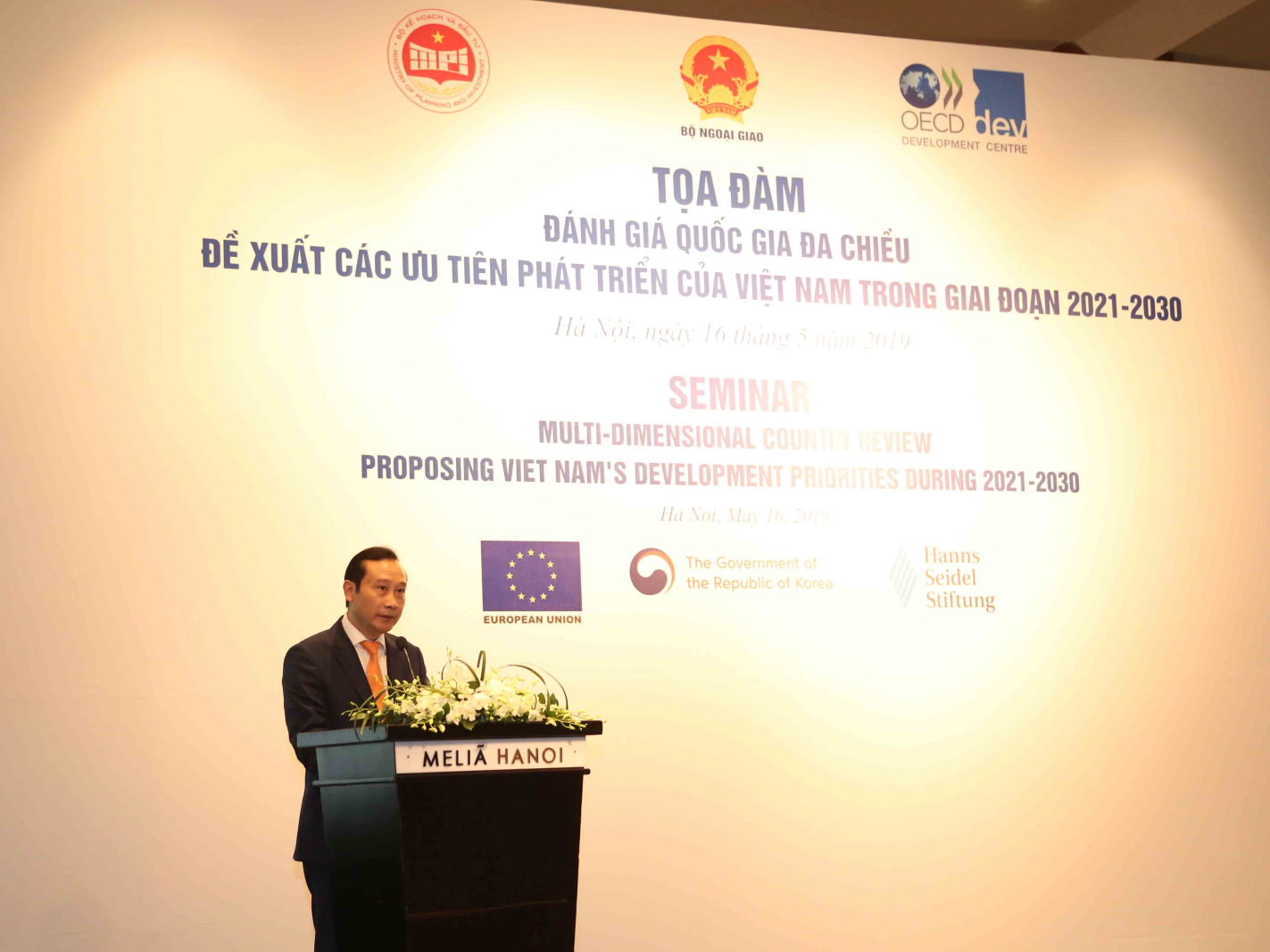 Trợ lý Bộ trưởng Bộ Ngoại giao Nguyễn Văn Thảo phát biểu tại Tọa đàm. Ảnh: MPI